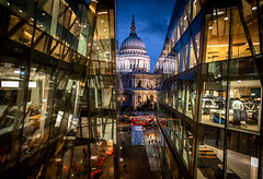 Old and New (Chris Buhr) Tags: london st pauls kathedrale kirche chruch cathedral architektur city stadt architecture urban blaue stunde blue hour leica m10 21mm summilux chris buhr