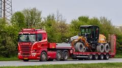 AH32416 (18.05.02, Motorvej 501, Viby J)DSC_6368_Balancer (Lav Ulv) Tags: 246686 truck truckphoto truckspotter traffic trafik verkehr cabover street road strasse vej commercialvehicles erhvervskøretøjer danmark denmark dänemark danishhauliers danskefirmaer danskevognmænd vehicle køretøj aarhus lkw lastbil lastvogn camion vehicule coe danemark danimarca lorry autocarra danoise vrachtwagen trækker hauler zugmaschine tractorunit tractor artic articulated semi sattelzug auflieger trailer sattelschlepper vogntog oplegger scania rseries pgrseries scaniarseries motorway autobahn motorvej vibyj highway hiway autostrada e5 euro5 r560 v8 2013 henrijacobsen tistrupvognmandsforretningvhenrijacobsen 6x2 red lowloader case grader herninggraderservice blokvogn dansontrailer