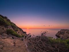 Sunrise_Capdepera-2 (Lukas P Schmidt) Tags: calaratjada capdepera felsen klippen leuchtturm lighthouse mallorca meer mittelmeer ocean sonnenaufgang sunrise