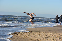 DSC_8491 (marcnico27) Tags: 2018 marcnico27 zandvoort outdoor wet male man shirtless noordzee northsea shore strand beach sport skim board jump legs