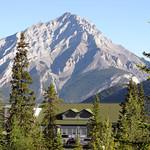 Cascade Mountain (2,998 m) thumbnail
