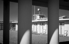 au tmps des bains de mer (fred9210) Tags: mer normandie monochrom architecture 60s trouville france graphisme