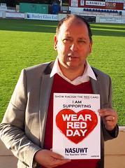 Show Racism The Red Card (nasuwt_union) Tags: red showracismtheredcard nasuwt happy support uk wrd18 wearredday man woman male female asian white black helping bme heart workers offices
