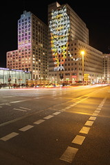 Festival of Lights: P5 (Pascal Volk) Tags: berlin mitte potsdamerplatz berlinmitte festivaloflights berlinilluminated lichterfest nacht night noche wideangle weitwinkel granangular superwideangle superweitwinkel ultrawideangle ultraweitwinkel ww wa sww swa uww uwa herbst fall autumn otoño canoneosr sigma24mmf14dghsm|art 24mmf14 24mmlens unpointquatre onepointfour manfrotto mt055xpro3 468mgrc2 sooc