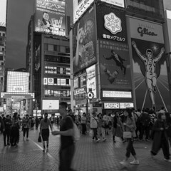 urban night (Hideki-I) Tags: bw nikon d850 2470 osaka japan blackandwhite 白黒 黑白