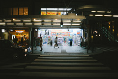 (joanmmonmany) Tags: japan kyoto nights streetphotography streets lights citylights