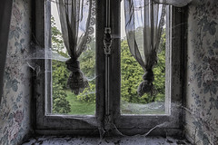 Chateau Cinderella (Marian Smeets) Tags: chateau chateaucinderella urbex urbexexploring vervallen verlaten decay abandoned belgium belgie mariansmeets nikond750 2018 window raam gordijn curtain