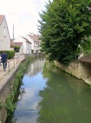 Crécy-la-Chapelle, nice walk along the river (Sokleine) Tags: water eau river rivière grandmorin crécylachapelle 77 seineetmarne iledefrance france heritage lavoir lavoirprivé washhouse quai rando hike walk