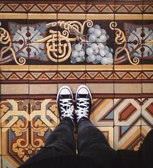 Basílica del Santísimo Sacramento, Retiro. (Ramona Anitsuga) Tags: piso pisoscalcáreos floor oldfloor tile tiles pattern feet converse basílicadelsantísimosacramento retiro buenosaires capitalfederal argentina diseño design