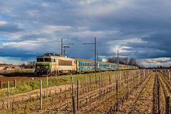 19 février 2016 BB 7254 Train 4756 Marseille -> Bordeaux Portets (33) (Anthony Q) Tags: la bb 7254 nez vert approche du terminus de cette ic marseillebordeaux sous les nuages menacent 19 février 2016 train 4756 marseille bordeaux portets 33 bb7200 bb7254 ferroviaire sncf corail intercités
