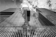 Rotterdam (Eva Haertel) Tags: eva haertel canon5dmarkiii schwarzweis blackandwhite sw bw architecture lines sky skyscraper geometrisch geometric perspektive perspective wolken clouds spiegelung reflection minimalismus minimalism stadt city rotterdam holland niederlande netherlands