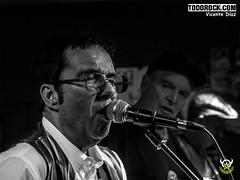 Lele Laina y José Luis Jimenez (yiyo4ever) Tags: 2018 concierto todorock topo villalba rock madrid rockinpixel rockurbano olympus omd olympusomd em5 mdt m43 zuiko lumix35100mmf28 concertphotography livemusic livemusicphotography musicphotography