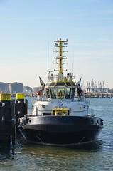 Multratug 32 (Hugo Sluimer) Tags: portofrotterdam port haven onzehaven nlrtm rotterdam zuidholland holland scheepvaart