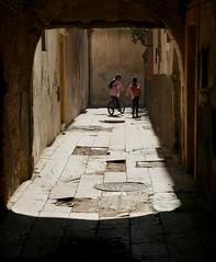 Bright Future (Alex L'aventurier,) Tags: essaouira maroc morocco medina médina street rue kids enfants lumière shadow ombre urbain urban ville city youth jeunesse