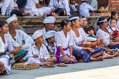 Ceremoniál v chrámu Tirta Empul (zcesty) Tags: dosvěta bali indonésie tirtaempul ceremoniál chrám domorodci indonesie2 ostrov tampaksiring indonesia id
