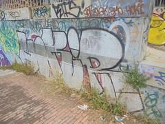 048 (en-ri) Tags: hokir bianco nero rosso genova zena wall muro graffiti writing