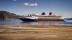 Disney Magic (gaudreaultnormand) Tags: canada disneymagic fjord fleuve leverdesoleil lumière quebec rivière saguenay septembre sunrise bateau ciel eau sable baie plage