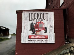 Lookout Farm Sign 3 (Lux Llama Productions) Tags: barn apple picking fall natick framingham lookout farms family couple 2018 apples many plenty lot hay leaf leaves crate box peach pear plant plants maple trees tree grass grape grapes bench orange picnic red