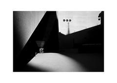 Zürich (SinoLaZZeR) Tags: 瑞士 苏黎世 欧洲 街头摄影 黑白 建筑设计 建筑 都市 人物 zurich zürich schweiz switzerland blackwhite blackandwhite bw architecture architektur landesmuseum monochrom monochrome minimalism modernarchitecture fujifilm fuji fujinon xpro2 23mm