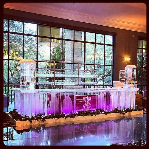 LARGE #icebar with #custom beer dispensers for a beautiful #wedding @austincountryclubtx with an awesome team or #eventprofs led by @verveaustin #fullspectrumice #thinkoutsidetheblocks #brrriliant - Full Spectrum Ice Sculpture