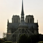 Vue de la Cathédrale Notre-Dame de Paris depuis l'Ile Saint-Louis thumbnail