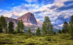 Lo sguardo oltre il crinale ... (Gio_guarda_le_stelle) Tags: dolomiti dolomites dolomiten orizzonte evening landscape mountainscape alps peaceful mountain italy quiete atmosphere