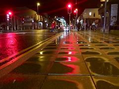 Palmant newydd / New pavement (Rhisiart Hincks) Tags: night nuit nos oidhche oíche noz europa europe ewrop ue eu england angleterre brosaoz sasainn sasana lloegr sirgaerhirfryn lancashire blackpool uisge báisteach rain euri glaw glav kale sràid sráid straed street stryd wet busti gleb fliuch gwlyb gorri red rouge ruz coch dearg