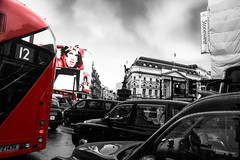 PICADILLY (P. Smt) Tags: london street londres streets circus rain car cab taxi traffic