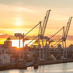 Irland 2018: Dublin Port (Sebastian Petermann) Tags: eire irleand dublin irland dubinport rückreise hafen wasser meer abendsonne kran logistik sunset sonnernuntergang crane