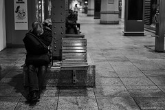 (Sven Evertz) Tags: mann bw city flaschensammler koelnhbf homeless sonya7iii schwarzweiss streetfotografie wwwsvenevertzcom sonyfe5518