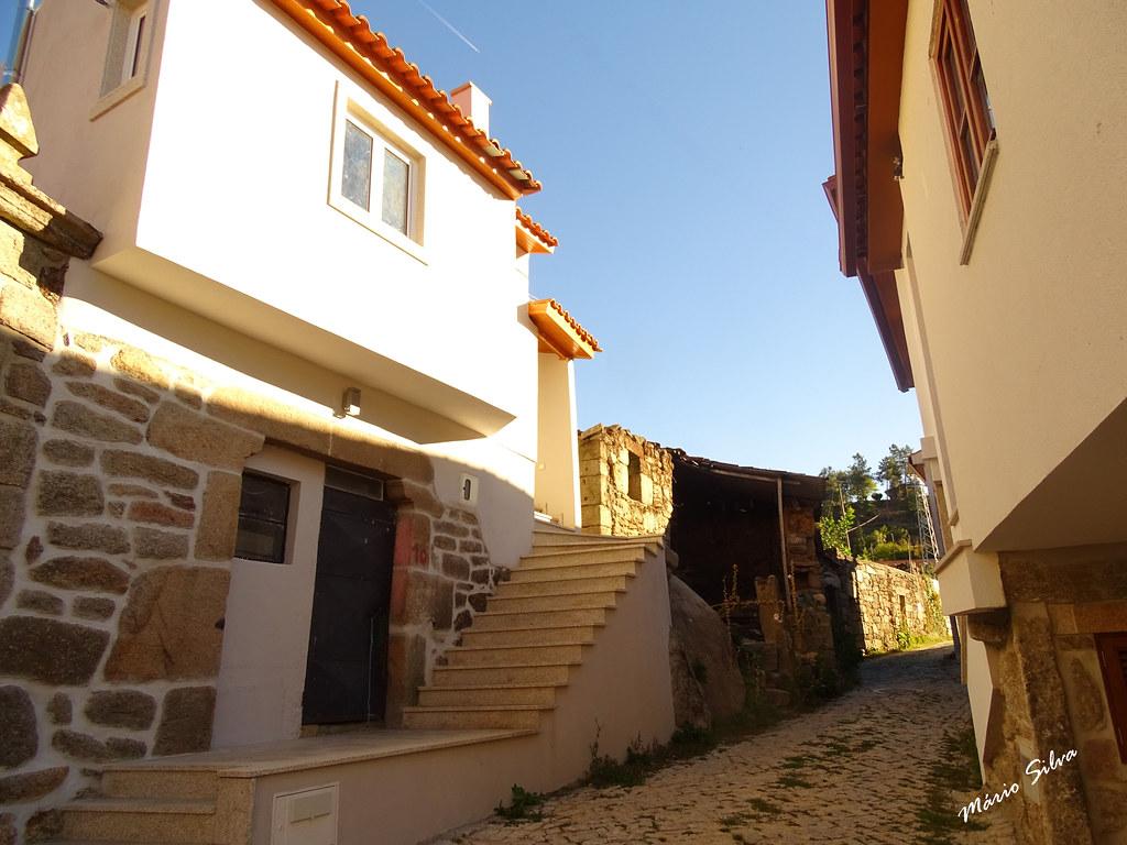 Águas Frias (Chaves) - ... casas em Cimo de Vila ...
