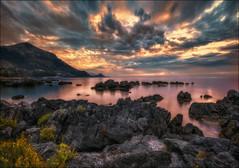 scende la sera ... (Gio_guarda_le_stelle) Tags: sunset evening sera tramonto seascape seascapes clouds i sea water peaceful quiete tripod canon 4 golden