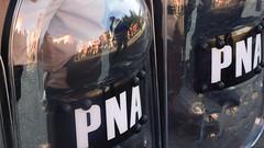 manifestación puerte Pueyrredon (estefi menzel) Tags: policia perfectura manifestacion piquete reflejo police marcha