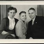 Archiv R531 Mutter, Vater und Sohn, Wismar, 1930er thumbnail