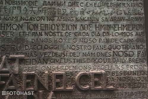 Het onze vader in alle talen. Dus ook NEDERLANDS