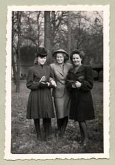 "1940s (Vintage Cars & People) Tags: vintage classic black white ""blackwhite"" sw photo foto photography 1940s 40s forties woman women lady ladies coat purse handbag gloves hat stockings ladyssuit femalesuit"