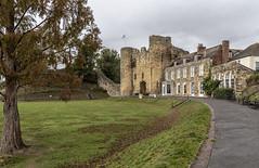 Guarding the entrance (David Feuerhelm) Tags: nikkor wideangle castle gatehouse old history historic building wall tower nikon d750 2470mmf28 tonbridge kent uk england