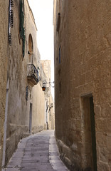 The narrow streets of Mdina (DameBoudicca) Tags: malta malte マルタ mdina street gata strase calle rue strada 道
