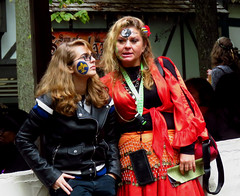 Maryland Renaissance Festival, 2018 (A CASUAL PHOTGRAPHER) Tags: marylandrenaissancefestival mdrf festivals attendees women costumes facepainting yinyang