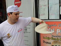 Pizza maker (carlos_ar2000) Tags: pizza mass pizzamaker pizzeria hombre man movimiento movement comida food calle street buenosaires argentina