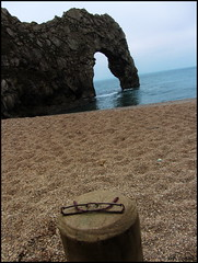 TLOP: spectacles (amazingstoker) Tags: door tlop things left posts arch dorset beach sea pebbles stones durdle pebble spot glasses spectacles why who beauty south southwestcoastpath coast shingle