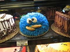 Cookie Monster Cake (earthdog) Tags: 2018 canon canonpowershotsx720hs sx730hs powershot store grocerystore safeway cake food edible cookiemonster sesamestreet