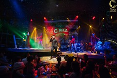 Minishow Đan Trường & Trung Quang   Trixie Cafe & Lounge   16102018 (trixiecafelounge) Tags: dantruong trungquang music singer brothers hanoi hanoibynight vietnam trixie trixiecafelounge coffeeshop moment savethemoment feeling flash light onstage bright fans