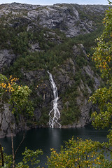 Waterfall Storlivatnet (photobeyDE) Tags: berge mountains norwegen urlaub wasser wasserfall norway norwegenfreunde hordaland beautifulcreation beautifulnorway waterfall water lake see outdoor natur nature landschaft landscape jwshutterbugs jwphotography sonyimages sony alphaddicted slt a77mk2 1650f28