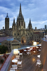 Barcelona's Cathedral (_Hadock_) Tags: barcelona cathedral catedral hotel terraza terrace sunset amazing travel catalonia catalpa spain españa edificio architecture old church best creative commons fullhd fondo de pantalla screensaver desktop wallpaper iphone x max s iphone6