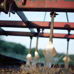 (Ir3nicus) Tags: ausen landwirtschaft nahaufnahme pflug outdoor plough agriculture closeup hasselblad 500cm carlzeissplanar80mm128t 6x6 mediumformat film farbnegativ filmisnotdead ishootfilm colornegative kodakportra160