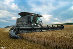FENDT IDEAL (martin_king.photo) Tags: fendt fendtideal premiere czech new neu brandnew ideal black lights led wheat sky clouds cloudyday harvest harvest2018 ernte 2018harvestseason combineharvester harvesttime summer work tschechischerepublik powerfull martinkingphoto machines strong agricultural greatday great czechrepublic welovefarming agriculturalmachinery farm day working modernagriculture landwirtschaft moisson machine machinery farmworld farmlife tschechische republik power dynastyphotography lukaskralphotocz fans place blue yellow gold golden eos country lens rural camera outdoors outdoor colza rape raps canola cloudy photo canon yesagco agco fendtglobal agromex fendtideal8