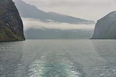 NAVIGANDO..... (ADRIANO ART FOR PASSION) Tags: norvegia norway fiordo navigazione rocce mare nuvole sognefjord nikond90 18200 paesaggionuvoloso cloudy paesaggio norge