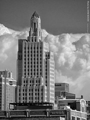 Power & Light Building (B&W) 28 Aug 2018 (photography.by.ROEVER) Tags: missouri kansascity kc kcmo downtown downtownkc building skyscraper artdeco pl powerandlightbuilding powerlightbuilding bw blackandwhite blackwhite 2018 august august2018 architecture usa