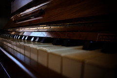Piano in low light (roanfourie) Tags: smileonsaturday copyrightbymankind theme october62018 nikon d3400 nikkor 1855mm dx afp dslr raw photography october 2018 naturallight